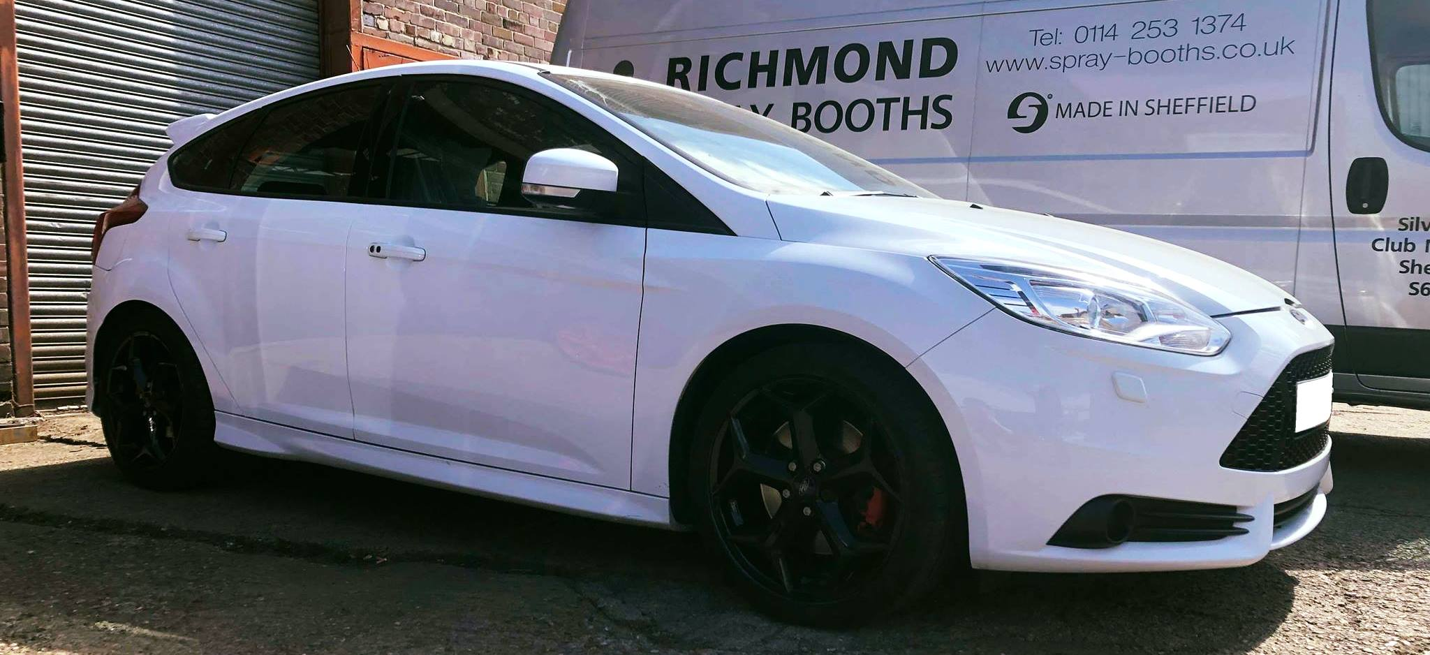 White Ford Focus ST